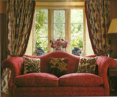 Lovely English country sitting room sofa, drapes, blue porcelain jars and, of course, flowers. - Home Decor Cottage Living Rooms, Cottage Interiors, Formal Living Rooms, Living Room Sofa, Living Room Decor, Modern Living, English Country Decor, French Country Decorating, French Cottage