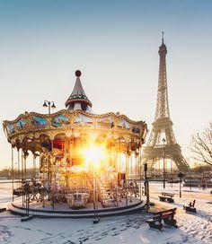 Carrousel de Paris  #Snow Places Around The World, Around The Worlds, Places To Travel, Places To Go, Travel Destinations, Travel Trip, Travel Guide, Torre Eiffel Paris, Paris 3
