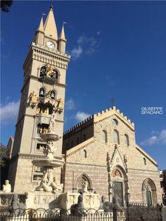 Il Duomo di Messina con il campanile e il suo orologio astronomico