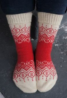 Suomaa sock pattern is exclusive to the Finnish knitting club Kalakukkojen neule. Knitting Club, Fair Isle Knitting, Knitting Socks, Knitting Patterns Free, Free Knitting, Crochet Patterns, Cute Socks, Wool Socks, Knitting Projects