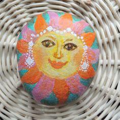 Slunce v zimě - malovaný kámen
