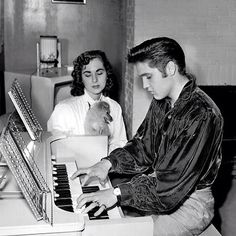 ♡♥Elvis Presley 21 plays the piano on Oct 18th,1956 for his high school girlfriend Barbara Hearn who holds the dog 'Sweet Pea' a dog Elvis had given to his mother Gladys♥♡