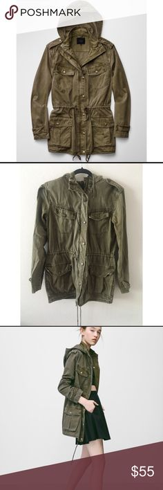 Aritzia Talula army green jacket 100% cotton. Condition: has slight fade mark on top left pocket (almost unnoticeable) size is XS Aritzia Jackets & Coats