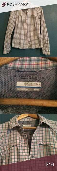 Columbia Omni-Shade Women's xs Long-Sleeve Shirt Columbia Omni-Shade Sun Protection Button Up Shirt. XS. Excellent condition and perfect for spring! Columbia Tops Button Down Shirts