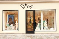 Kidspace store on Rue du Faubourg St. Honorè in Paris, France. Swarovsky chandelier Fall of Evi Style designed by Carmen Andretta.