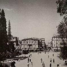 Syntagma square, Athens photo by Dimitris Harissiadis - Phorographic Archives of the Benaki Museum Greece Pictures, Old Pictures, Old Photos, Vintage Photos, Greek Town, Benaki Museum, Greece Photography, Athens Greece, Back In The Day
