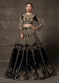 Latest Bridal Lehenga Designs, Latest Bridal Dresses, Beautiful Bridal Dresses, Desi Wedding Dresses, Party Dresses, Pakistani Bridal Dresses, Indian Dresses, Pakistani Suits, Black Pakistani Dress