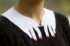 mujer con cuello de manos