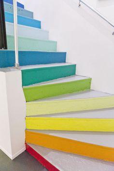 Un escalier aux couleurs Panton