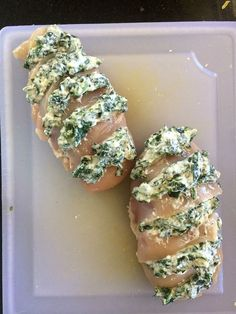 This hasselback chicken is stuffed with a mixture of spinach and ricotta and is a quick and easy low carb dinner meal to make. This hasselback chicken is stuffed with a mixture of spinach and ricotta and is a quick and easy low carb dinner meal to make. Poulet Hasselback, Hasselback Chicken, Baked Chicken, Chicken Gravy, Rotisserie Chicken, Roasted Chicken, Chicken Spinach Ricotta, Ricotta Stuffed Chicken, Low Carb Dinner Recipes
