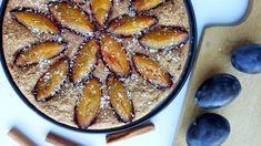 Švestkový koláč se skořicí (z ovesných vloček a tvarohu)