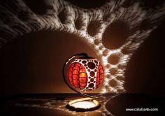 Artefacto para iluminar con calados