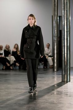 See the complete The Row Fall 2017 Ready-to-Wear collection.