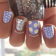 ❤ 2 cutest things on a hand: poka dots and daisies