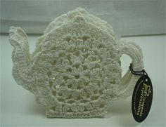 Crochet Teapot Coaster ~ doesn't link to pattern, but a cute idea to try to duplicate Yarn Thread, Thread Crochet, Filet Crochet, Knit Crochet, Crochet Kitchen, Crochet Home, Crochet Potholders, Crochet Doilies, Crochet Christmas Decorations