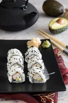 Uramaki California Roll fatti in casa California Roll Sushi, California Rolls, Sushi Co, Maki Roll, Oriental, Sushi Recipes, Sashimi, Food Presentation, Japanese Food