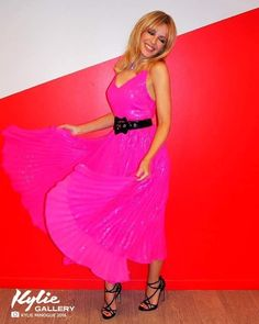 Kyle Minogue, Strapless Dress Formal, Formal Dresses, Pop Singers, Pleated Skirt, Kylie, Ann, Sexy Women, Summer Dresses