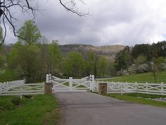 Blackberry Farm==gates and entrance options