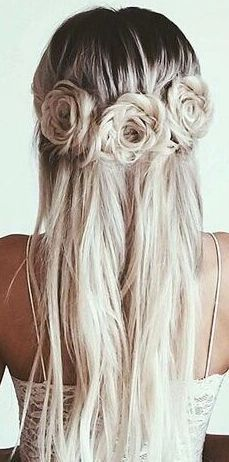Wedding Hairstyles Such a stunning hairstyle for a trendy bride. - We scoured the web in search of the most stunning bridal hairdos. Check out this collection of 2017 trending wedding hairstyles! Pretty Hairstyles, Braided Hairstyles, Wedding Hairstyles, Blonde Hairstyles, Rose Hairstyle, Hairstyle Ideas, Flower Hairstyles, Hairstyles For Hats, Heatless Hairstyles