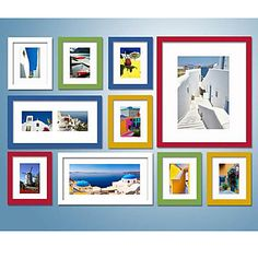 Hermosa idea para decorar con cuadros coloridos y de diferentes tamaños,, dandole a tu espacio luminosidad y llenarlo de alegria.