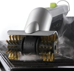 Motorised grill brush with steam