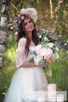 Wianek z cudowną piwonią, wianek z żywych kwiatów, wianek vaganza, wianek i rozpuszczone włosy, vaganza blog, wianek inspiracje (2)