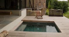 petite-piscine-bois-5 Small Terrace, Small Backyard Pools, Small Pools, Jacuzzi, Swimming Pool Designs, Swimming Pools, Pool Furniture, Plunge Pool, Construction