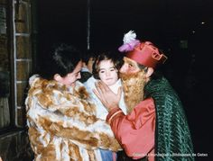 Errege Magoen desfilea / Cabalgata de Reyes, 5 de enero 1985 (ref. SN02859) Reyes, Fur Coat, Couple Photos, Fashion, January, Xmas, Couple Pics, Moda, Fashion Styles