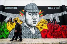 """""""Graffiters"""" criam mural dedicado à revolução de Abril - PÚBLICO Commémoration des 40 ans de la Révolution des Oeillets"""