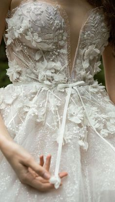Stunning wedding dress with amazing details - Sweetheart neckline floral applique wedding dress wedding gown Stunning wedding dress with amazing details Fairy Wedding Dress, How To Dress For A Wedding, Garden Wedding Dresses, Western Wedding Dresses, Stunning Wedding Dresses, Applique Wedding Dress, Colored Wedding Dresses, Dream Wedding Dresses, Bridal Dresses