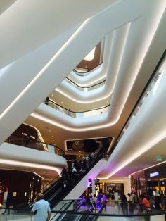 Central Embassy Mall - Chit Lom - Bangkok - Thailand - Shopping Centre - Fashion - High End - Designer Brands - Environment - Architecture - Visual Merchandising - www.clearretailgroup.eu