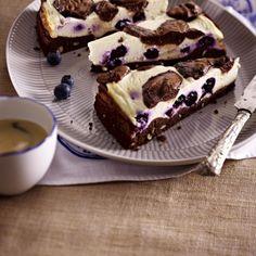 Käsekuchen-Brownies mit Heidelbeeren und Soße Rezept