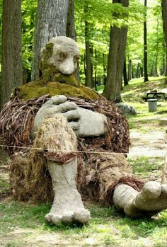 Cool sculpture for Earth Day made from natural materials - WVU Cool sculpture f. - Cool sculpture for Earth Day made from natural materials – WVU Cool sculpture for Earth Day made - Land Art, Garden Art, Garden Design, Sculpture Art, Garden Sculpture, Weird Trees, Unique Trees, Environmental Art, Outdoor Art