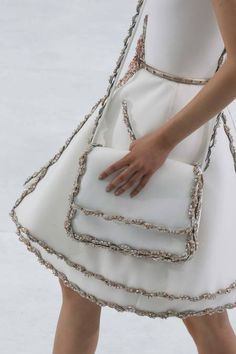 {IN LOVE WITH THIS PURSE}Details on Mona Matsuoka @ Chanel Fall 2014 Couture