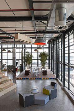 Top Modern Office Design Trends – My Life Spot Industrial Workspace, Industrial Interiors, Industrial Lighting, Industrial Style, Industrial Design, Modern Lighting, Office Space Design, Office Interior Design, Office Designs