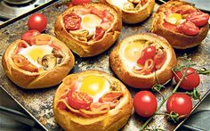 how to make Mini Bacon Egg Toast Breakfast Cups Good Morning Breakfast, What's For Breakfast, Christmas Breakfast, Christmas Morning, Roll Eat, Bacon Roll, Pan Relleno, Clean Eating Breakfast, Brunch