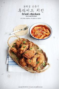 오늘은 집에서 후라이드 치킨 만들기 공개!! 바삭한 닭튀김 만들기를 소개합니다~ ^^ 진짜 후라이드 치킨은... Food Menu Design, Food Poster Design, Chicken Menu, Chicken Recipes, Food Photography Styling, Food Styling, Korean Fried Chicken, Aesthetic Food, Korean Food