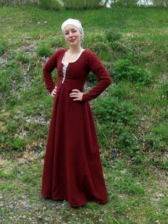 Hantverkat (one side of Mehloic) - 1300tals dress or cotehardie