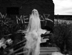 haunting dark photography | 100 Eerie Macabre Editorials - Editorial Inspiration for Fashionable ...