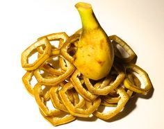 These DIY banana peel masks are the answer to your different skin problems Pimples, epidermis Tomato Fertilizer, Organic Fertilizer, Healthy Tips, Healthy Recipes, Healthy Habits, Healthy Food, Composting At Home, Banana Benefits, Eating Bananas
