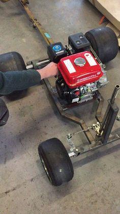 Lenkgestänge wurde verbaut und dann wahr es endlich soweit . Der erste Ton vom Motor!