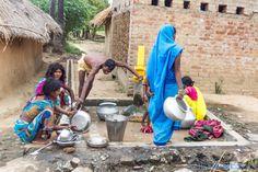 https://flic.kr/p/gcHom9 | Water is life  l'eau-la vie Near Bodhgaya..India | L'eau c'est la vie un slogan qui prend tout son sens ici. L'eau courante n'existe que dans les villes,à la campagne et les fontaines servent aussi bien a faire sa toilette qu'a laver son linge ou ffairesa vaiselle. Mais c'est aussi l'endroit ou la vie sociale se manifeste le plus. The water that's life a slogan that makes sense here. Running water exists only in the cities, the countryside and the fountains are…