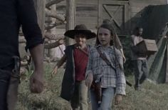 """""""We finally got pictures of all of the grimes kids wearing the hat 🥺❤️ Rick And Carl, Rick And Michonne, Judith Grimes, Baby Wearing, Kids Wear, The Walking Dead, Shit Happens, Twitter, Hat"""