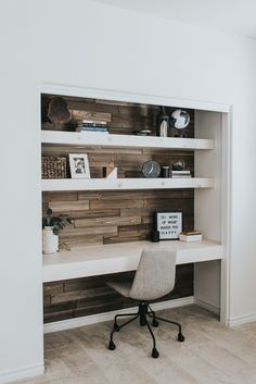 Creating a home office in a small living space can be a challenge. Here's 7 ways to squeez in a home office in your small space. Home Office Closet, Guest Room Office, Office Nook, Home Office Space, Home Office Design, Home Office Decor, Home Decor, Closet Bed, Small Spare Room Office Ideas
