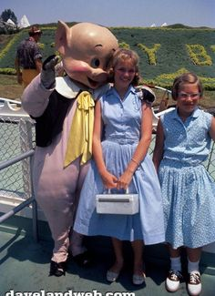 Old Disney, Disney Fun, Disney Parks, Disney Stuff, Vintage Family Pictures, Vintage Photos, Creepy Disney, Vintage Disneyland, Disneyland Times