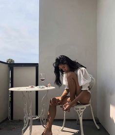self love + care + vacation vibes + weekend chill + summer aesthetic + low key + relax + tropical inspiration + mood board + sunkissed Foto Casual, Insta Photo Ideas, Photo Tips, Summer Aesthetic, Aesthetic Body, Aesthetic Women, Summer Photos, Photography Poses, Holiday Photography