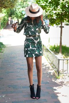 Such a chic, beautiful outfit.