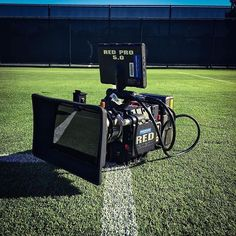 Nice RED camera setup on the tennis court #beauty   by @alexander pickering Tag a friend  #redepic #camera #antonbauer #cameras #rentorlend #technology #redcamera #gear #awesome