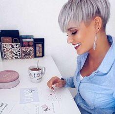 super modern and classy hairstyles! – Kurzhaarfrisuren-… super modern and classy hairstyles! Short Grey Hair, Short Hair Cuts For Women, Short Hair Styles, Classy Hairstyles, Short Hairstyles For Women, Prom Hairstyles, Short Pixie Haircuts, Hair Color And Cut, Hair Affair
