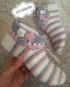 Best 11 10 Free Crochet Bootie Patterns – Link Blast – Meladora's Creations – SkillOfKing. Free Crochet Bootie Patterns, Crochet Slipper Pattern, Crochet Boots, Crochet Clothes, Crochet Ripple, Crochet Baby, Diy Crafts Crochet, Knit Shoes, Knitted Slippers
